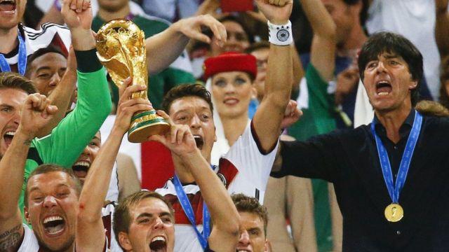 Mesut Özil, Dünya Kupası şampiyonluğunu kutluyor