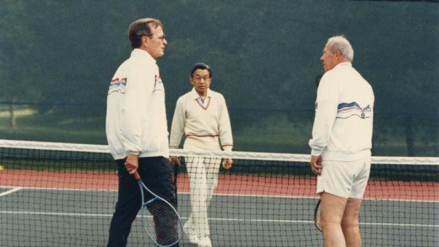 1987年10月に訪米した皇太子当時の陛下は、副大統領公邸で当時のジョージ・H・W・ブッシュ副大統領、およびシュルツ国務長官とテニスを楽しんだ。