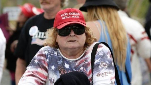 トランプ支持者の帽子が米国的なのと同じくらい日本人的?