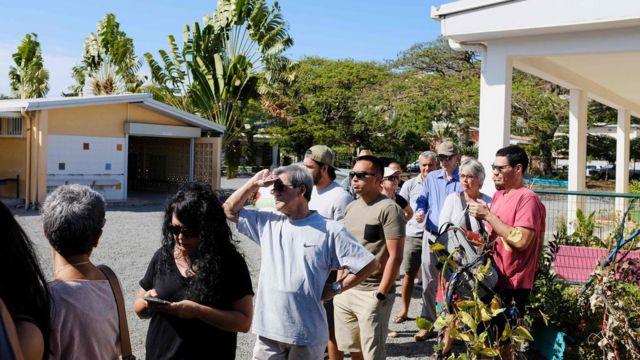 Gente esperando para votar