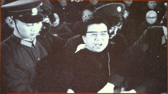 Una imagen del juicio de Jiang Qing exhibida en el Museo de la Corte China