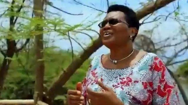 Katika video yake Bi Denise Nkurunziza anasema ''Wanawake hawakuumbwa kuitwa mama tu. Wana uwezo wa kufanya mambo mengine mengi''