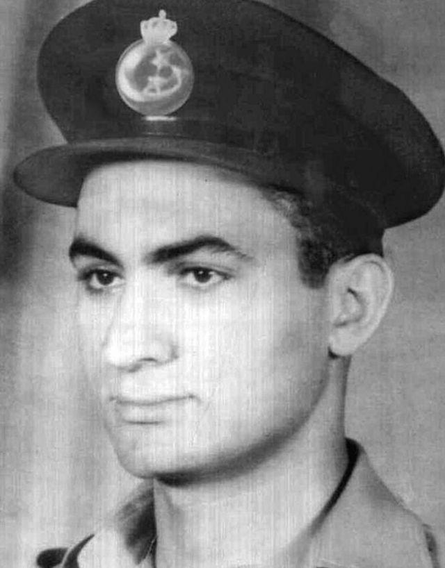 مبارك عندما كان طالبا في الكلية الجوية