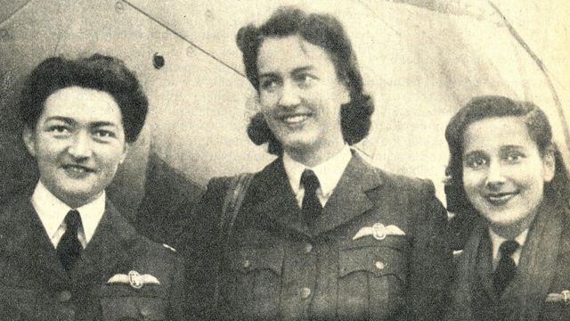 En el escuadrón del Air Transport Auxiliary, de las fuerzas aéreas británicas, participaron 168 mujeres durante toda la segunda guerra mundial, entre ellas la piloto chilena Margot Duhalde (izquierda). Foto cortesía del Museo Nacional Aeronáutico y del Espacio de Chile.