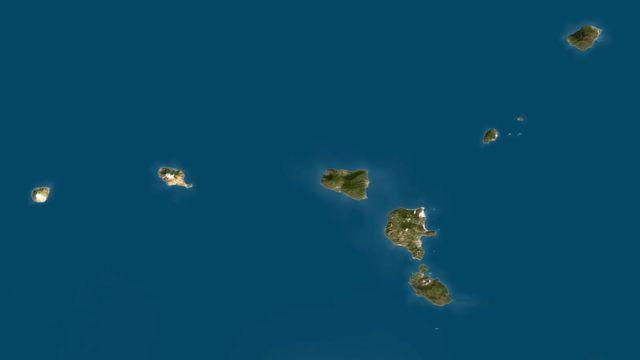 Липарские острова (архипелаг недалеко от северного побережья Сицилии в Тирренском море) - результат вулканической деятельности