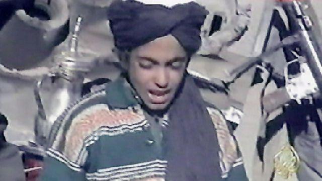 حمزه، کوچکترین پسر اسامه بن لادن در سال ۲۰۰۱