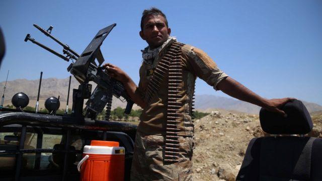 Afgan ordusuna bağlı asker