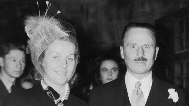 أوزوالد موزلي مع زوجته الثانية، ديانا ميتفورد عام 1947