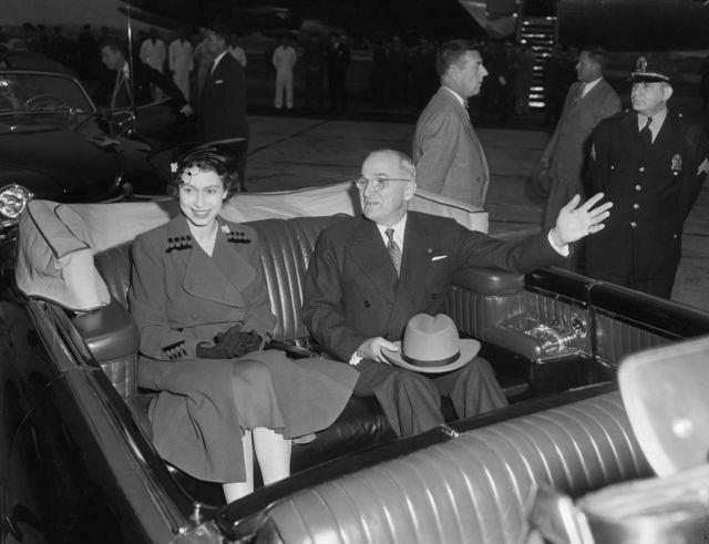 Amiirad Elizabeth (intii aysan boqradda noqon ayaa la kulantay madaxweyne Harry S. Truman sanadkii 1951-dii