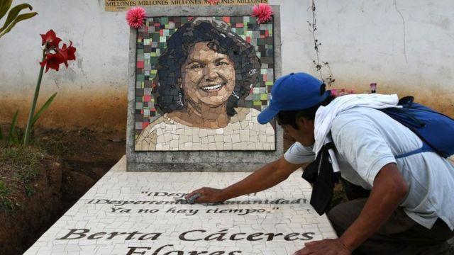 Tumba de Berta Cáceres