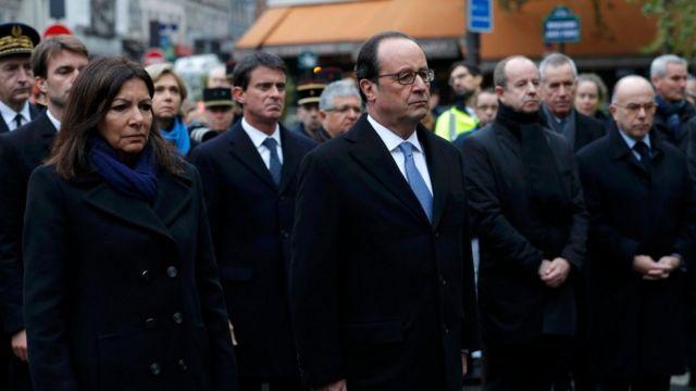 Prezident Francois Hollande və Paris meri Anne Hidalgo qurbanları yad edib