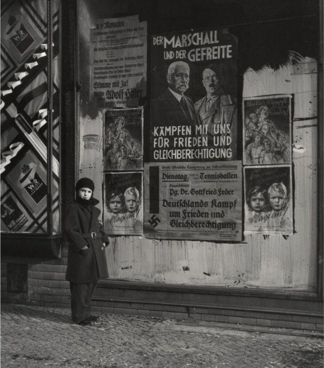 """শান্তি ও সমান অধিকারের জন্য আমাদের সাথে যুদ্ধ করুন""""। উইলমার্সডর্ফ, বার্লিন, 1933।"""