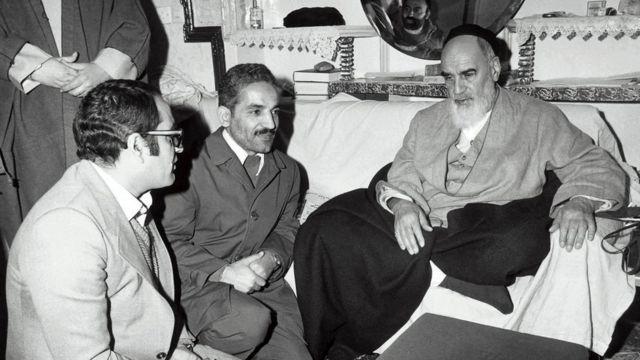 محمد علی رجایی (وسط)