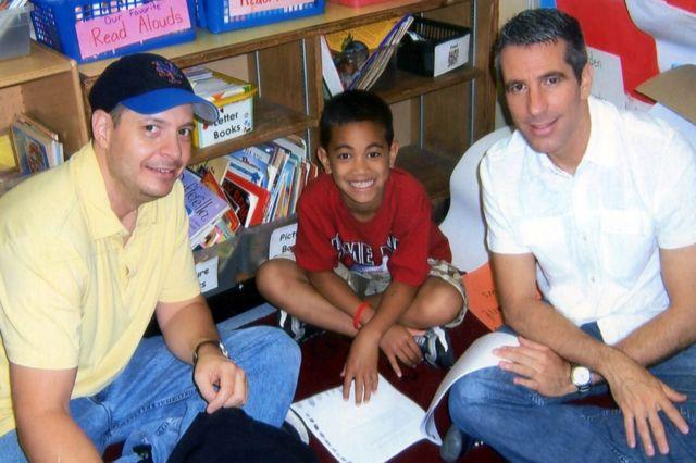 Pete, Kevin y Danny en una visita a la escuela de Kevin en 2007.