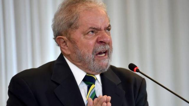ルラ氏はルセフ大統領に対する弾劾手続きをクーデターになぞらえて批判(28日)