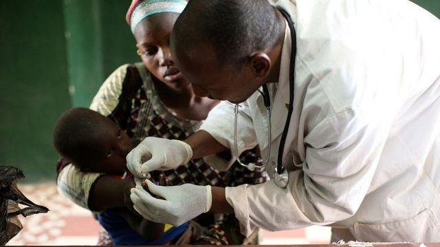 Le paludisme est évitable et traitable.