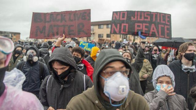 Protestas en Mineápolis por el caso de Daunte Wright.