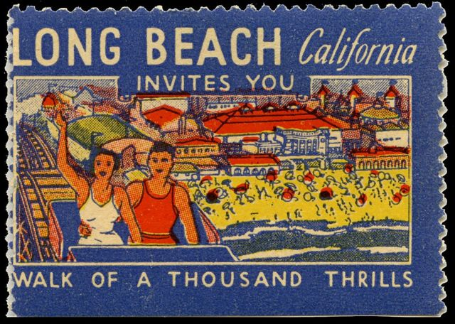 Selo promove montanha-russa na Califórnia, com desenho de casal no topo de uma