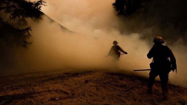 Vatrogasci se bore protiv požara u Kaliforniji