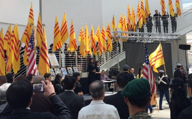 Cờ vàng, cờ đỏ: Cuộc chiến 'chưa kết thúc' trong người Việt