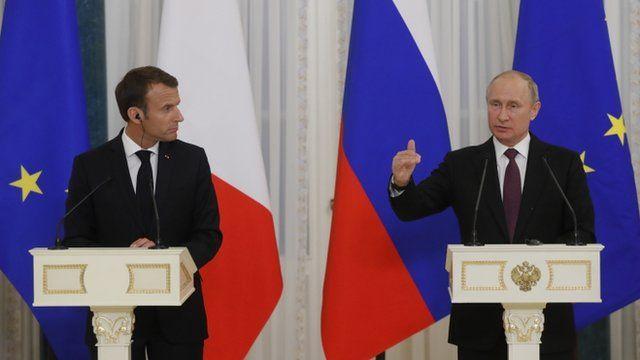 یک سال بعد از دیدار در پاریس، مکرون به ملاقات رئیس جمهوری روسیه رفته