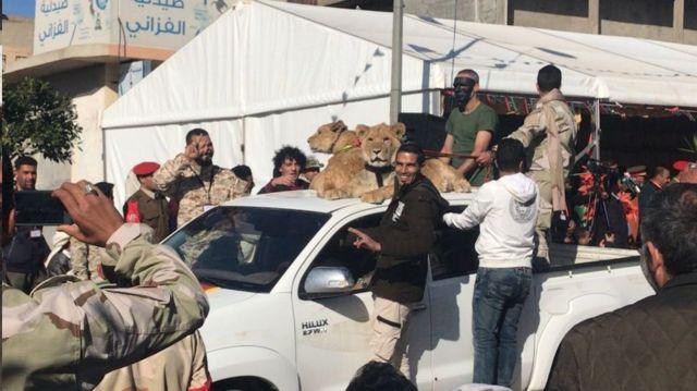 كيف نشر سبعة أشقاء وأسودهم الرعب في بلدة ترهونة الليبية؟