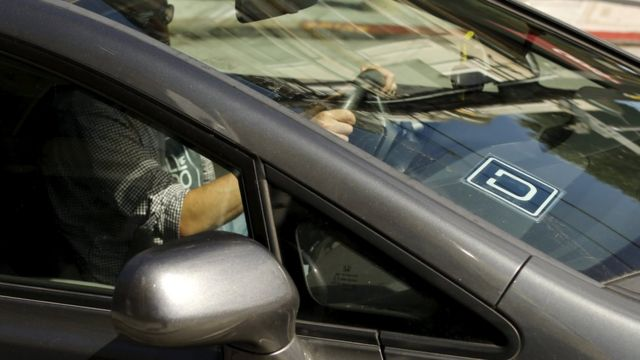 """سائق يعمل لدرى شركة """"أوبر"""""""