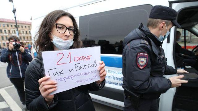 Кандидата в заксобрание Петербурга Ольгу Галкину доставили в полицию после пикета