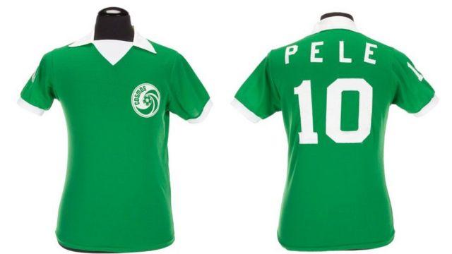 Camisa que Pelé usou nos jogos do Cosmos, nos Estados Unidos