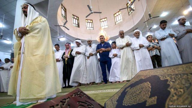 इराकमधील मुस्लीम प्रार्थना करतांना