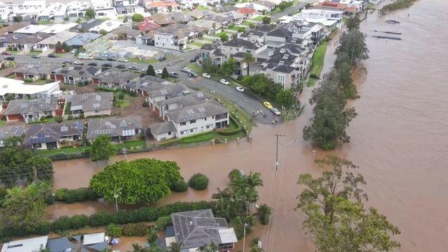 Banjir Australia: Yang terbesar dalam 50 tahun terakhir, 18.000 orang  mengungsi, ahli peringatkan 'ledakan hujan dan badai' - BBC News Indonesia