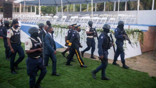Policías en el funeral