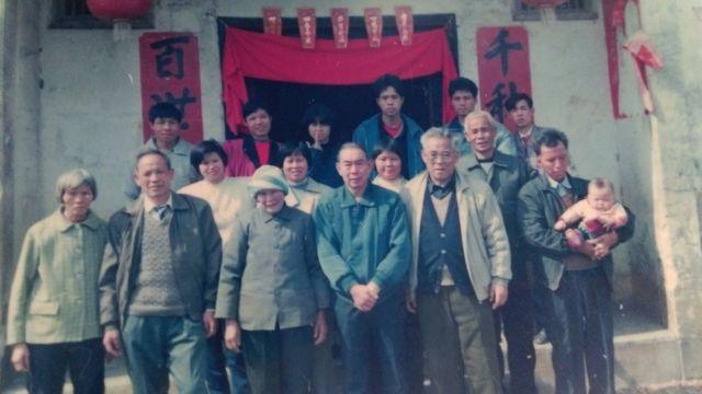 隨國民黨軍隊來台的謝姓民眾90年代初期回廣東探親。