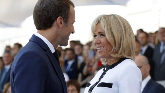 Президент Эммануэль Макрон с женой Брижит прибыли на площадь Согласия рано утром.