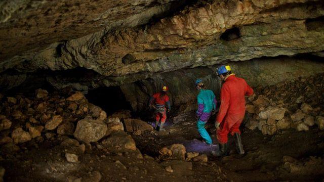 В этой пещере на севере Испании жили и, возможно, впадали в спячку, наши дальние предки