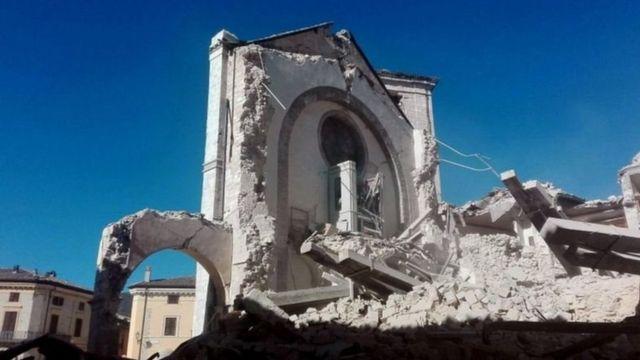 भूकंप में तबाह बासीलीक