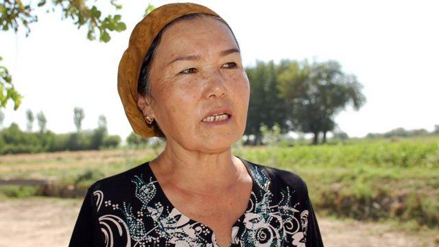 زنی در جنوب تاجیکستان، که یکی از ۱۳ مدیر زن انجمنهای مصرف کنندگان آب در این کشور است