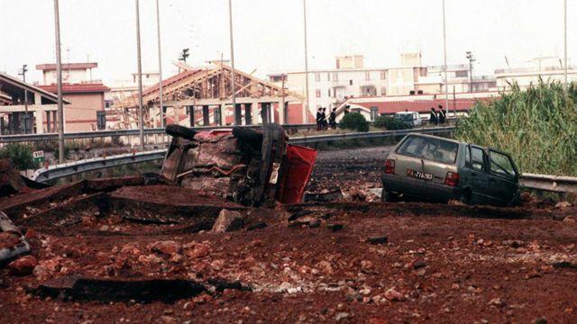 Место взрыва, убившего 23 мая 1992 года судью Джованни Фальконе, его жену и троих телохранителей