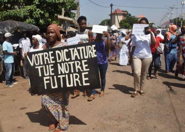 """L'opposition guinéenne dénonce un """"coup d'État constitutionnel"""""""