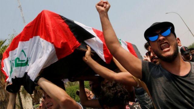 تشييع جثمان أحد قتلى الاحتجاجات في البصرة
