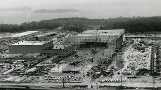 波音公司在设计747客机的同时还要建造新厂房。