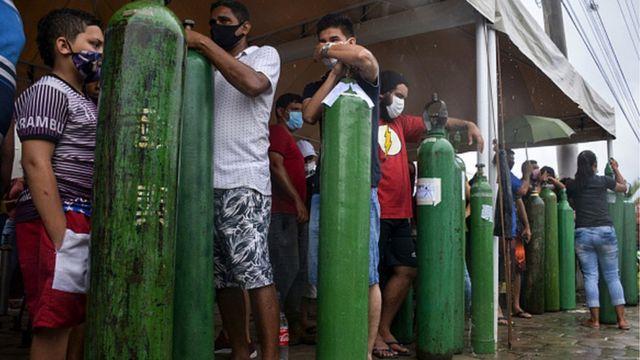 Fila para oxigênio em Manaus