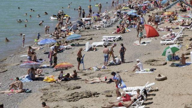 Praias da Crimeia são populares entre turistas russos
