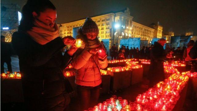 На Майдані запалили сотні лампадок