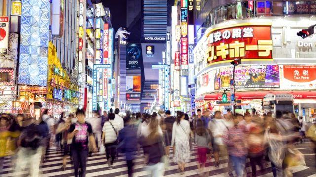 Tokio, Japón, de noche.