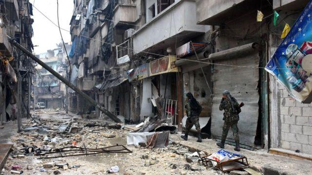 عناصر من القوات السورية الحكومية في شرق حلب