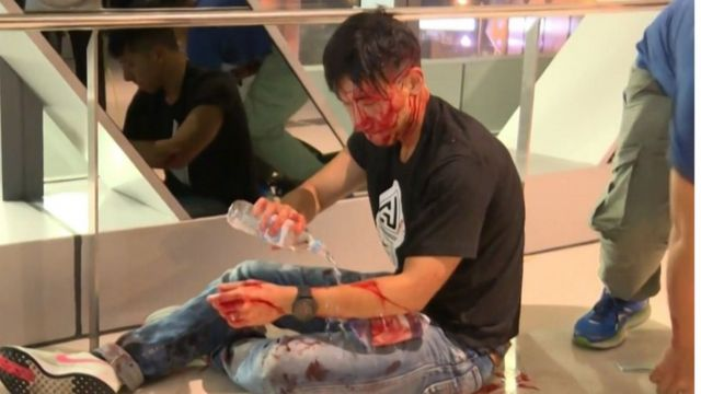 Hong Kong protests: Police criticised over mob violence