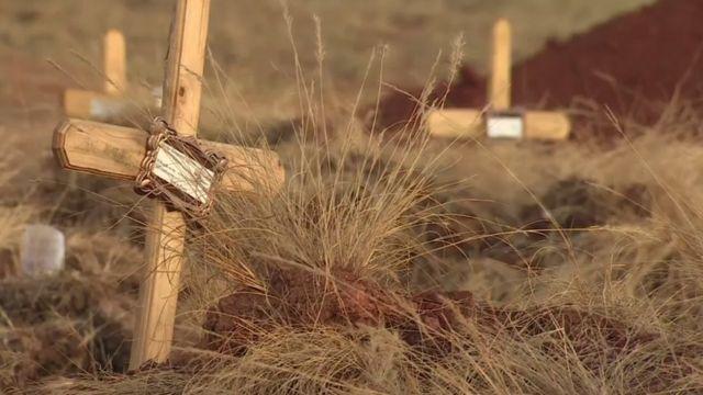 Croix en bois au cimetière
