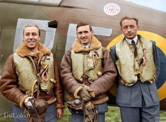 英國皇家空軍飛行員,英國著名的著色作者班克斯對黑白照片作了彩色處理。