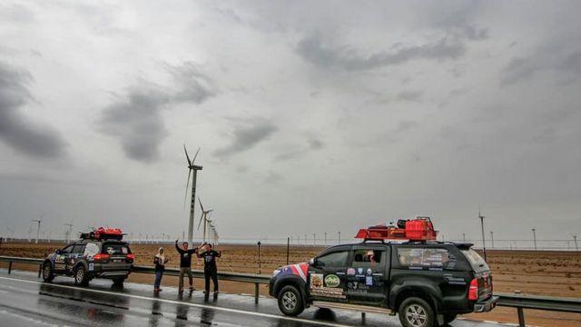 Ratusan kincir angin di Xinjiang.